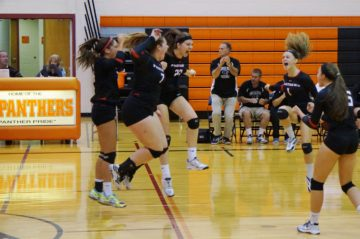 picture SV Girls' Volleyball...that winning moment!